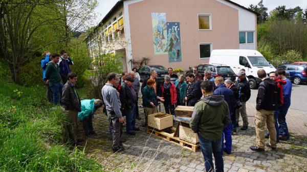 Bericht zur Praxisveranstaltung: Imkern in der Dadantbeute – Erklärung am Volk